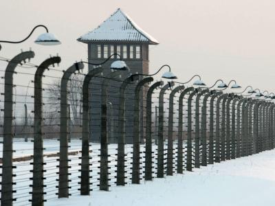 Die Polizei hat drei mutmaßliche ehemalige SS-Wachmänner des Vernichtungslagers Auschwitz verhaftet. Foto: Leszek Szymanski/Archiv