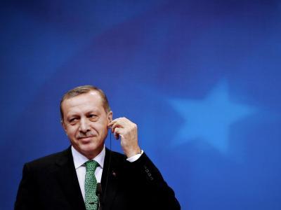 Im Internet tauchen angebliche Aufnahmen von kompromittierenden Telefonaten des türkischen Ministerpräsidenten Erdogan auf. Foto: Olivier Hoslet/Archiv