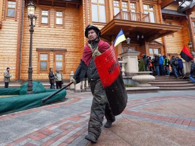 Regierungsgegner haben die Residenz des abgesetzten Präsidenten Janukowitsch übernommen. Foto: Sergey Dolzhenko