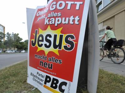 Wahlplakat der Partei Bibeltreuer Christen in München. Foto: Andreas Gebert/Archiv