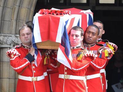 Beerdigung des Opfers Lee Rigby. Ein extremistisches Duo meuchelte den Soldaten der britischen Armee auf offener Straße, mitten in London. Die Mörder bleiben lange im Gefängnis, einer der beiden für immer. Foto: Peter Powell