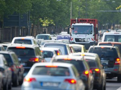 Autofahrer sollten am Wochenende viel Geduld mitbringen. Foto: Sebastian Kahnert/Archiv