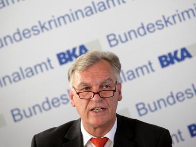 Der Präsident des Bundeskriminalamts, Jörg Ziercke, steht vor neuen Problemen in der Edathy-Affäre. Foto: Fredrik von Erichsen/Archiv