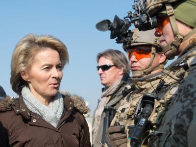 Verteidigungsministerin von der Leyen zu Besuch in Mazar-e Sharif (Afghanistan). Foto: Maurizio Gambarini/Archiv