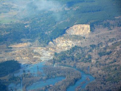Nach wochenlangen schweren Regenfällen löste sich von einem Berg bei Oso eine riesige Schlammlawine und riss mehrere Häuser mit sich. Foto: Washington State Patrol Of T.