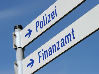 Finanzamt und Polizei