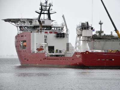 Das Rettungsschiff «Ocean Shield» soll nach der Blackbox von MH370 suchen. Foto: Tim Clarke