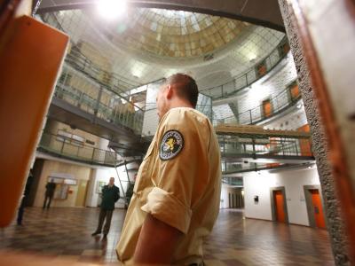 Wegen ihrem demnächst prominentesten Häftling Uli Hoeneß öffnet das Landsberger Gefängnis seine Tore für die Medien. Foto: Stephan Jansen
