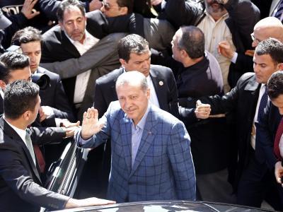Erdogan am Wahltag in Istanbul:Nach dem Sieg bei den Kommunalwahlen hat der türkische Ministerpräsident seinen Gegnern mit martialischen Worten gedroht. Foto:Sedat Suna