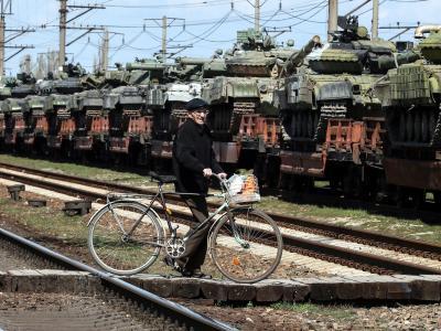 Ukrainische Panzer nahe Simferopol. Putin hat einen Teilrückzug russischer Truppen von der Grenze zur Ukraine angeordnet. Foto: Artur Shvarts