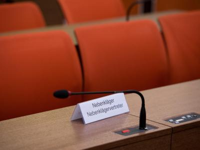 Platz im Oberlandesgericht München für Nebenkläger bzw. Nebenklägervertreter. Foto: Peter Kneffel