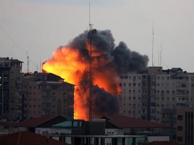 Israelische Luftangriffe auf den Al Zafir tower in Gaza-Stadt. Foto: Mohammed Saber
