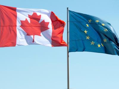 Flaggen von Kanada und der EU