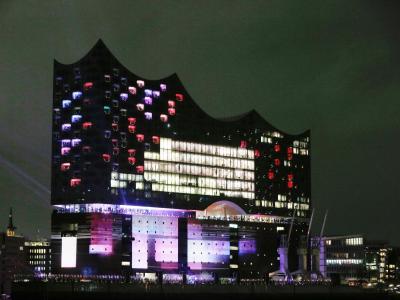 In Licht getaucht:Die Hamburger Elbphilharmonie. Foto: Markus Scholz