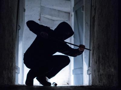 Wohnungseinbrecher sollen künftig deutlich härter bestraft werden. Foto: Silas Stein/Illustration