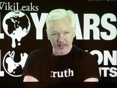 Gründer Julian Assange spricht während einer Video-Liveschaltung zum 10. Geburtstag von Wikileaks. Foto: Maurizio Gambarini/Archiv