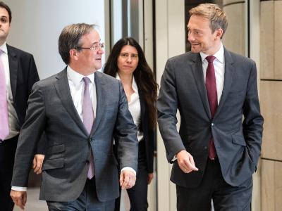 Der CDU-Landesvorsitzende Armin Laschet und der FDP-Vorsitzende Christian Lindner sind im Gespräch. Foto: Federico Gambarini