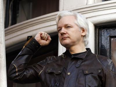 Wikileaks-Gründer Julian Assange auf dem Balkon der Botschaft von Ecuador in London. Foto: Frank Augstein