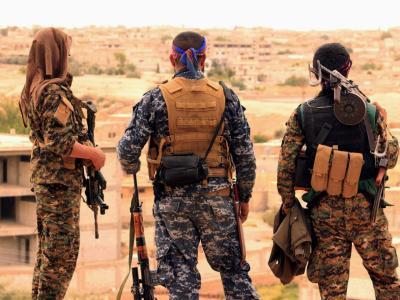 Kämpfer der Syrischen Demokratischen Kräfte (SDF) im syrischen Tabqa. Foto: Syrian Democratic Forces/AP