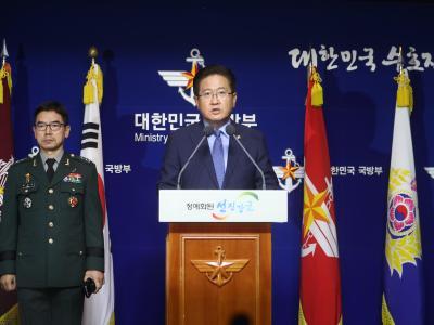 Südkoreas Vize-Verteidigungsminister Suh Choo Suk spricht in Seoul während einer Pressekonferenz. Foto: Shin Jun-Hee