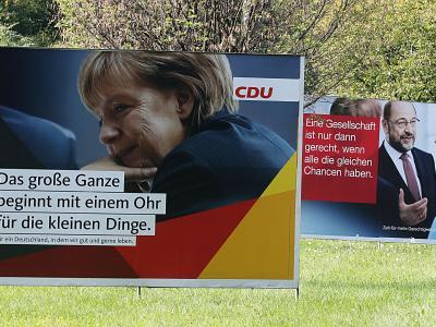 Merkel vor Schulz - auch bei diesen Wahlplakaten in Köln. Foto;Oliver Berg Foto: Oliver Berg