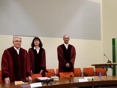 Der Bundesanwalt Herbert Diemer, Oberstaatsanwältin Anette Greger und Bundesanwalt Jochen Weingarten im Gerichtssaal in München. Foto: Matthias Schrader