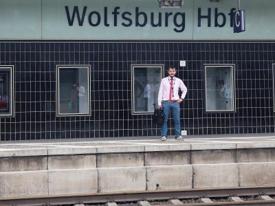 Hauptbahnhof in Wolfsburg:Schon wieder hat ein ICEnicht wie geplant in der VW-Stadt gehalten. Foto: Matthias Leizke
