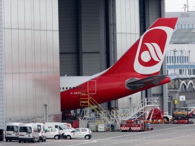 Das Management spricht von einer existenzbedrohenden Situation für die Airline. Foto:Roland Weihrauch