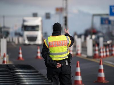 Grenzkontrolle inBad Reichenhall:Alle EU-Länder sollen nach den Vorstellungen vonJean-Claudfe Juncker der Schengen-Zone ohne Grenzkontrollen beitreten. Foto: Sven Hoppe