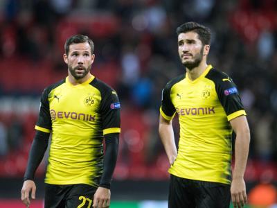Die Dortmunder um Gonzalo Castro (l) und Nuri Sahin fühlten sich im Wembley-Stadion benachteiligt. Foto: Bernd Thissen