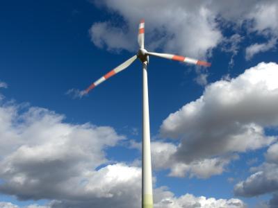 Orkantief «Sebastian» trieb viele Windkraftanlagen an und sorgte so für eine extrem hohe Windstromproduktion.Foto: Arne Dedert