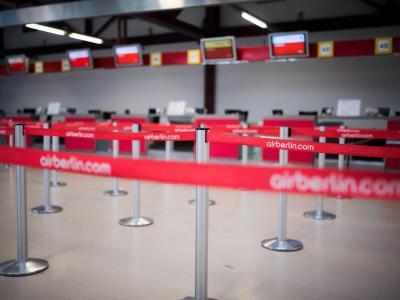 Leere Schalter der Fluggesellschaft Air Berlin am Flughafen Berlin-Tegel. Foto: Sophia Kembowski