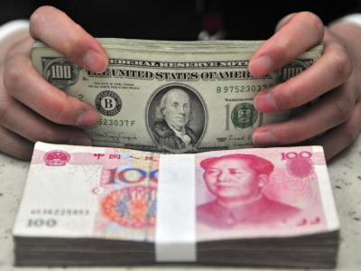Yuan und Dollar:Donald Trump hatte zuletzt seinen Vorwurf fallen gelassen, wonach Peking die heimische Währung künstlich schwach halte. Foto:Mark