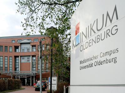 Auch hier mordete Niels H.:Haupteingang des Klinikums Oldenburg. Foto: Ingo Wagner