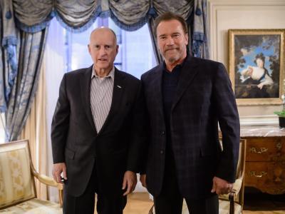 Der amtierende Gouverneur von Kalifornien, Jerry Brown (l), und sein Amtsvorgänger Arnold Schwarzenegger gelten als Umweltschützer. Foto: Christophe Petit Tesson/Archiv