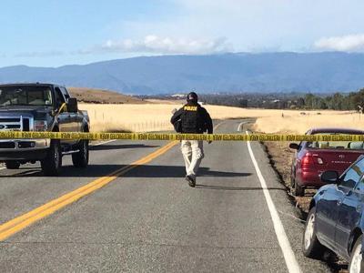 Nach Schüssen im kalifornischen Red Bluff sperrt ein Polizist eine Straße. Foto: Jim Schultz/The Record Searchlight