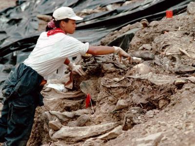 Massengrab bei Srebrenica
