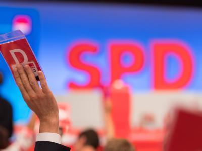 Die Delegierten der SPD entscheiden auf dem am Donnerstag beginnenden Parteitag, ob ihre Partei ergebnisoffene Gespräche mit der Union führen sollte. Foto: Guido Kirchner/Symbolbild