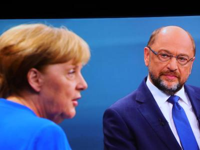 CDU-Chefin Angela Merkel und der SPD-Vorsitzende Martin Schulz. Die Spitzen von Union und SPD treffen sich zu einem weiteren Vorgespräch. Foto: Michael Kappeler/Archiv