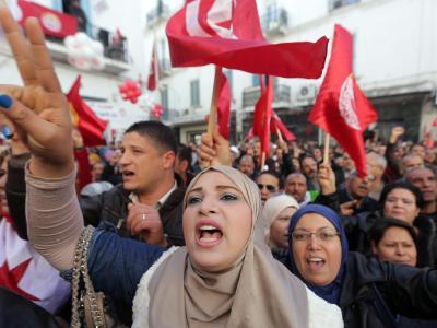 Tunesier nehmen in Tunis an einer Veranstaltung zum fünften Jahrestag des Aufstandes in Tunesien teil. Foto: Mohamed Messara/Archiv