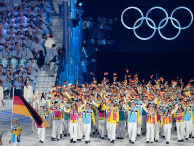Das deutsche Team marschiert zur Eröffnungsfeier der Olympischen Winterspiele 2010 ein (Archiv).