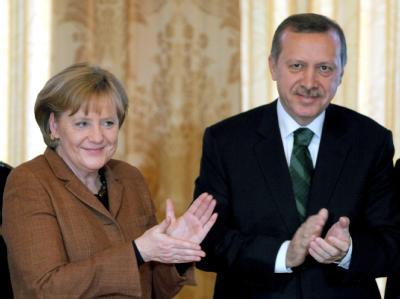 Der türkische Ministerpräsident Erdogan (r) hat Deutschland als «natürlichen Verbündeter» der Türkei bezeichnet.