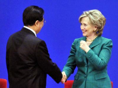 «Notwendigkeit einer engen Zusammenarbeit»: Chinas Staats- und Parteichef Hu Jintao und US-Außenministerin Hillary Clinton in Peking.