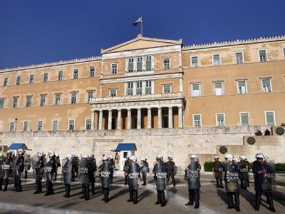 Polizei vor Parlament in Athen