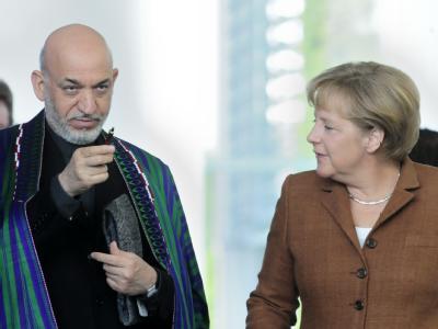 Bundeskanzlerin Merkel und der afghanische Präsident Karsai in Berlin. (Archivbild)