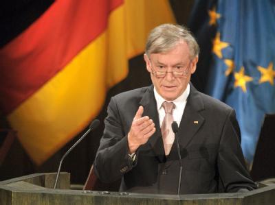 Kanzlerin Merkel hat mehr Respekt für Bundespräsident Köhler eingefordert.