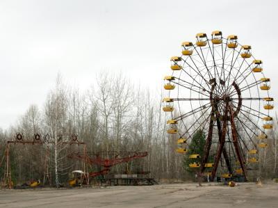 Rostendes Riesenrad auf dem Festplatz der verseuchten ukrainischen Stadt Pripjat nahe dem Unglücksreaktor von Tschernobyl.