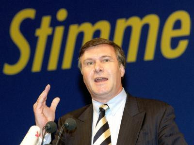 Der damalige FDP-Chef Wolfgang Gerhardt hält eine Rede auf dem Dreikönigstreffen der Liberalen im Jahr 1999.