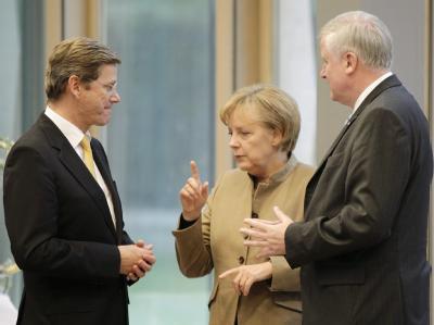 CSU-Chef Seehofer (r) warnt davor, sich von der Schwäche der FDP «infizieren» zu lassen. (Archivbild)