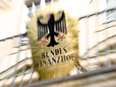 Das Schild des Bundesfinanzhofs in München.